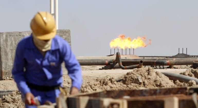 trabajador-fuego-petroleo.jpg