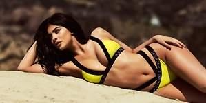 Kylie Jenner triunfa desnuda y bañada en pintura