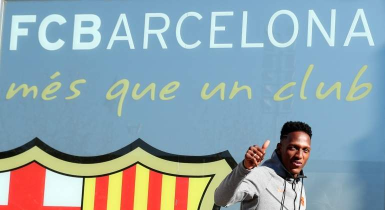 yerry-mina-llegada-barcelona-reuters.jpg
