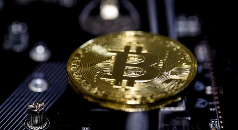 bitcoin-divisas-tarjetas.jpg