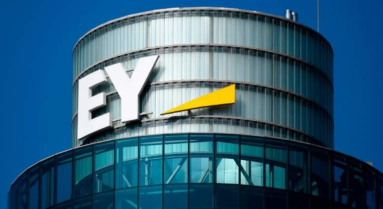 ernst--young-ey-consultora-logo-eficio-madrid-getty-770x420.jpg