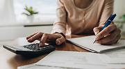 pensiones-calculadora-mano-mujer-mayor-getty-770x420.png
