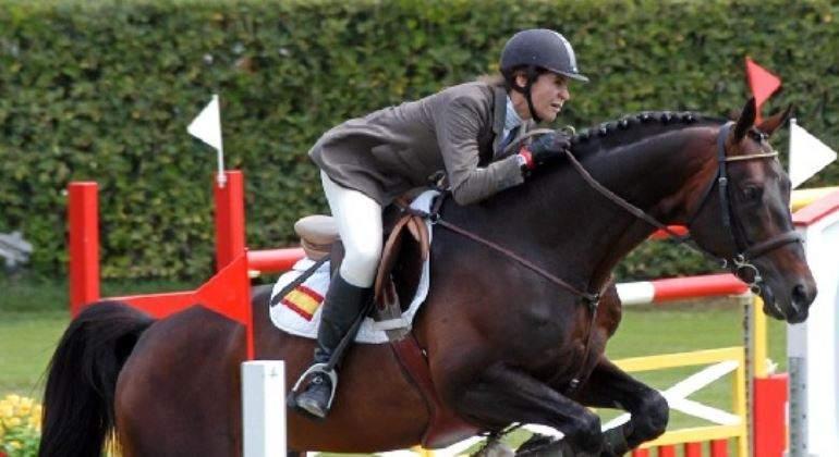 elena-cae-caballo.jpg