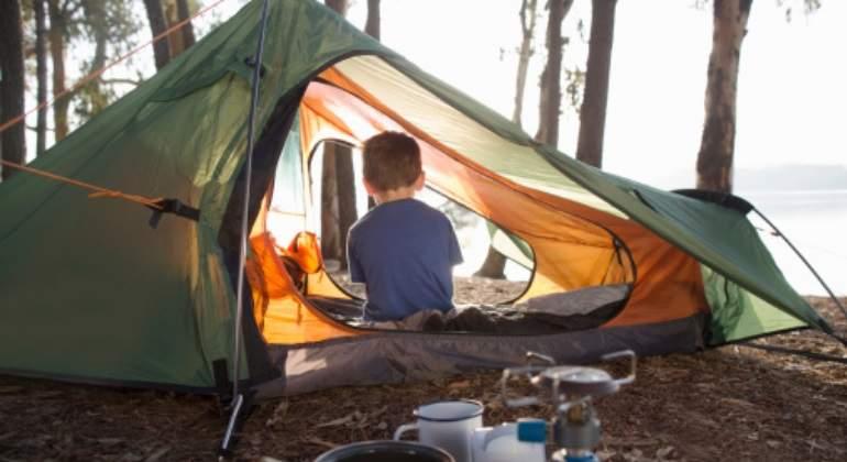 camping-tienda-nino-getty.jpg