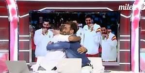 Manu Carreño y Juanma Castaño, un abrazo en Cuatro tras su primer enfrentamiento en la radio