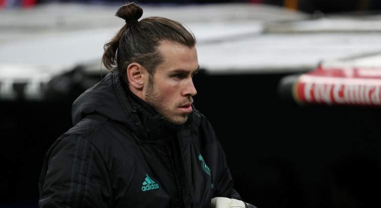 Bale-serio-banquillo-abrigo-2018-Reuters.jpg