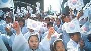 ninos-coreanos-banderas.jpg
