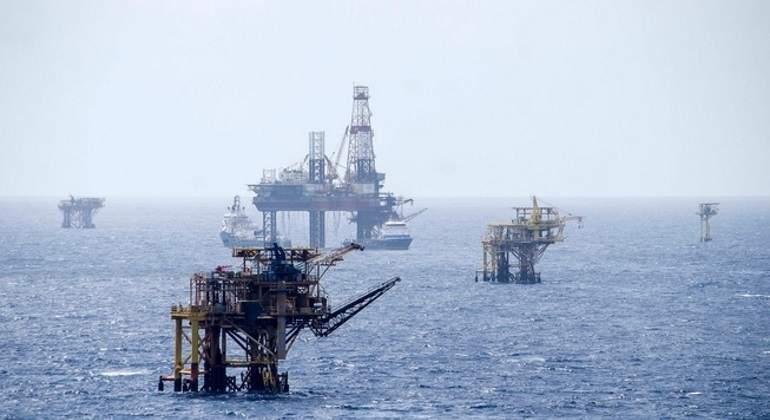 Pemex prevé producir más de 2 millones de barriles diarios para 2020