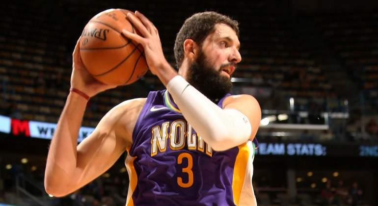 Mirotic-Pelicans-debut-NBAcom.jpg