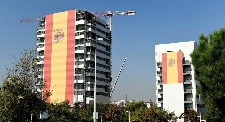 Bandera-Valdebebas-Gigante-2017-EFE.jpg
