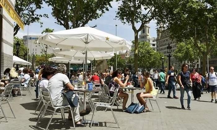 Casi Un 10 De La Población En Barcelona Es Turista