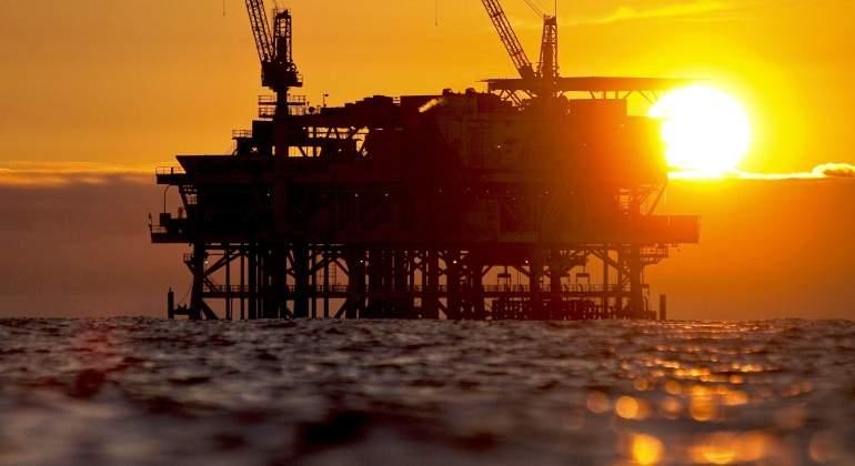 plataforma-petroleo-mar-bloomberg.jpg