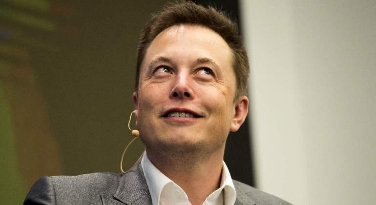 Elon Musk publica fotos del primer Tesla Model 3