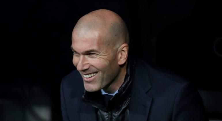 Zidane-sonrisa-banquillo-Reuters-2018-LaLiga.jpg