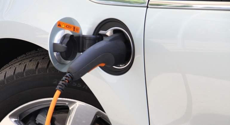 coche-electrico-dreamstime-3.jpg