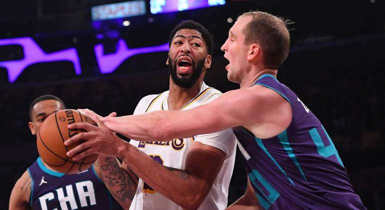 lakers-charlotte-reuters.jpg