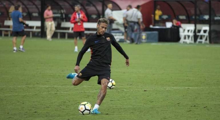 Neymar-lanzamiento-entrenamiento-EEUU-2017-efe.jpg