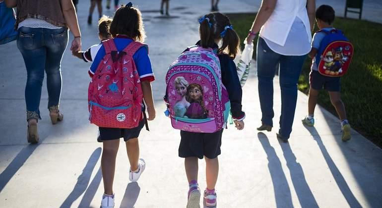 Un juez establece la escolarización laica si no hay pacto entre padres