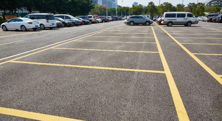 aparcamiento-dreamstime.jpg