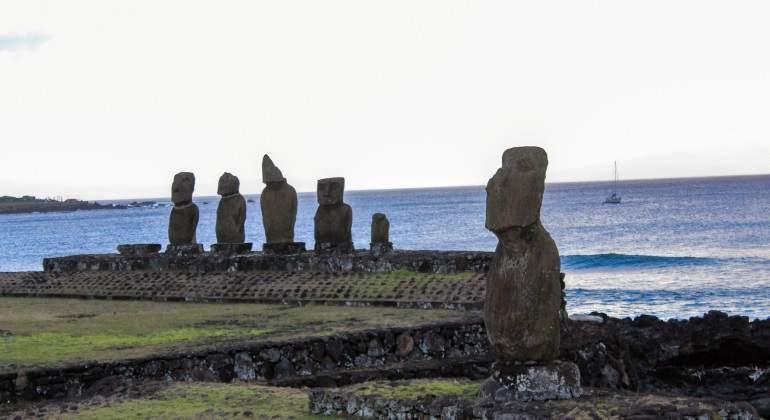 los-moai-2-ntx.jpg