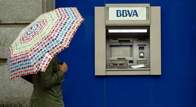 bbva-paraguas-reuters.jpg
