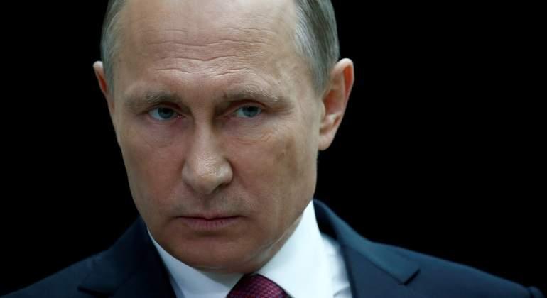 Putin de Rusia firma ley sobre medios de comunicación extranjeros