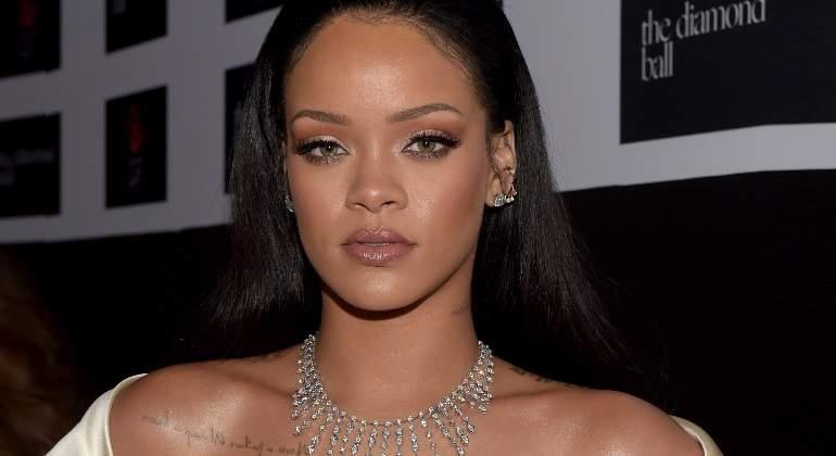 Snapchat se disculpa por campaña en la que pedían cachetear a Rihanna