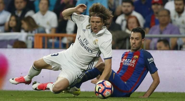 Modric-Busquets-2017-Reuters-clasico.jpg