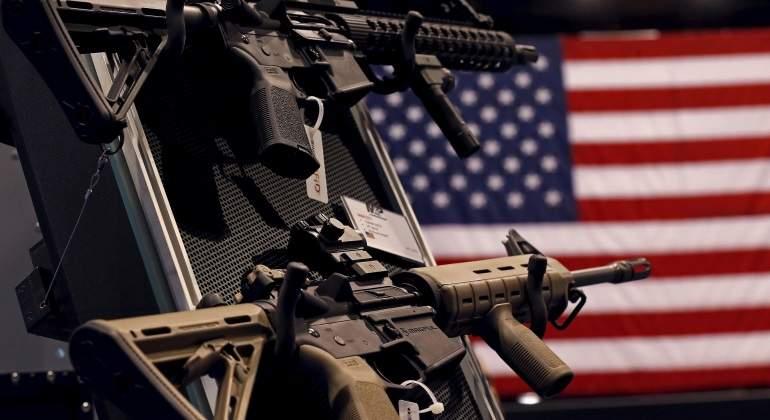 Suben acciones de fabricantes de armas tras masacre en EU