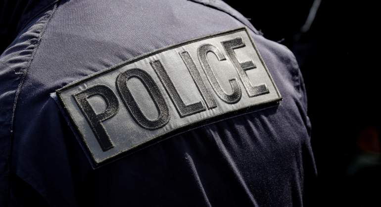 policia-francia-chaleco-reuters.jpg