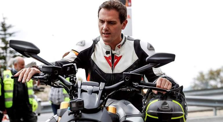albert-rivera-casco-moto-efe.jpg