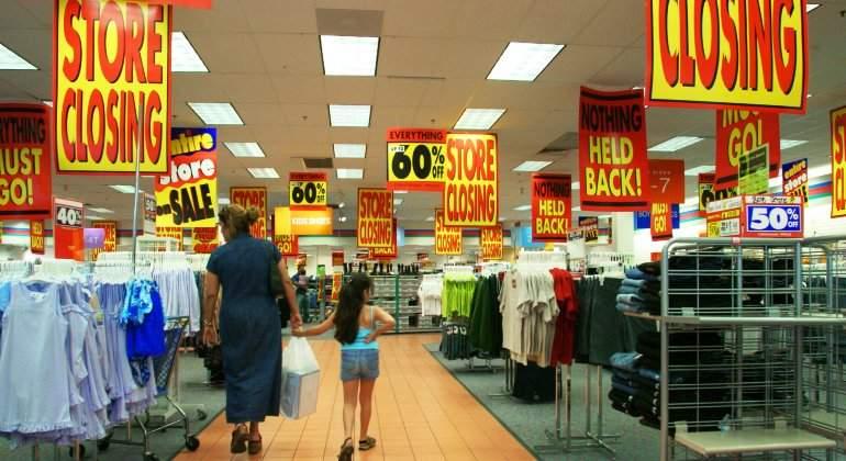 minorista-tienda-ropa-cierre-descuentos-liquidacion-oferta-getty.jpg