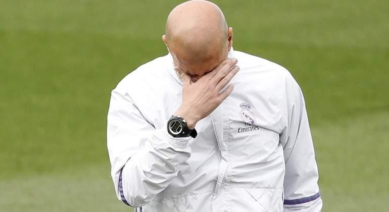 Zidane-tapa-cara-2017-entreno-RM.jpg