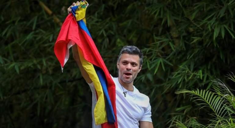 http://s04.s3c.es/imag/_v0/770x420/e/b/f/leopoldo-lopez-liberacion-efe.jpg