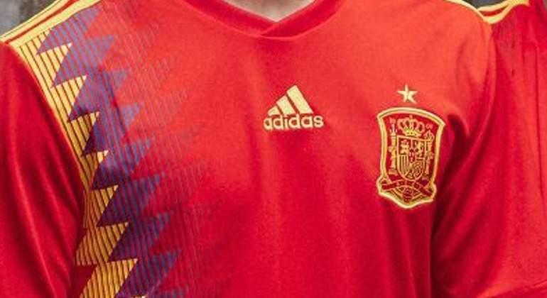 Camiseta-republicana-espana-escudo-2017-efe.jpg