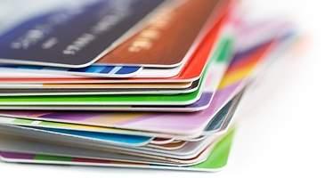 Las tarjetas de crédito ganan a las de débito: 7 de cada 10 personas tienen una