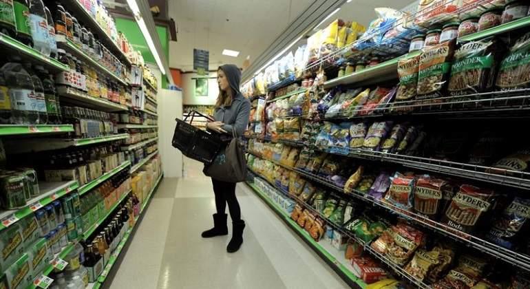 mujer-supermercado-eeuu-inflacion-efe.jpg