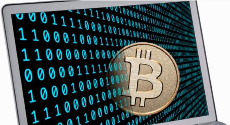 bitcoin-ordenador-ceros-unos.jpg