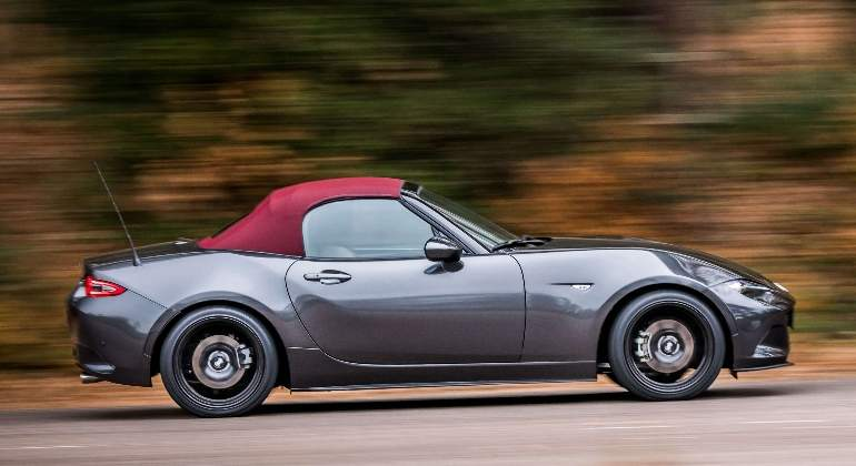 mazda-MX5-Red-Heritage-2018-01.jpg