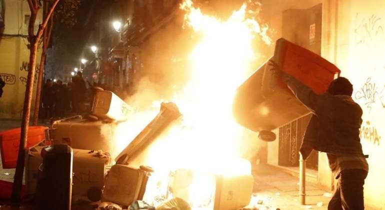 contenedores-incendiados-lavapies-efe.jpg