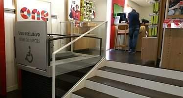 Vodafone remoza todas sus tiendas para certificar la plena accesibilidad