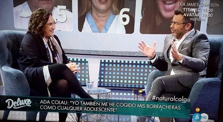 Ada Colau desvela a Jorge Javier Vázquez en Sábado Deluxe que tuvo una novia en su juventud