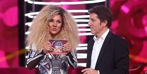 La cantante Fleur East felicita a Lorena Gómez