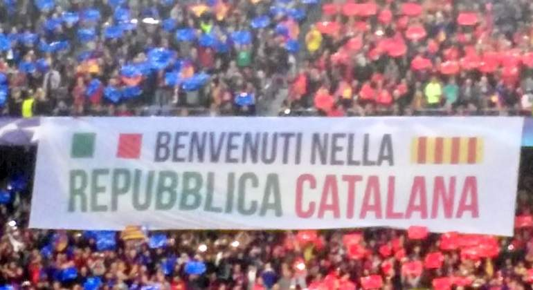 pancarta-republica-catalana-italiano-camp-nou.jpg