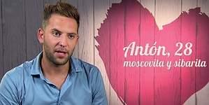 Un gay ruso activa el 155: Los catalanes la tienen pequeña