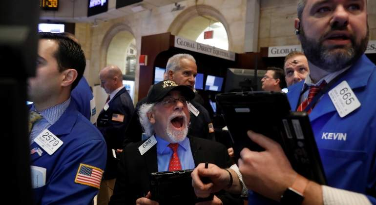 Wall Street abre con caída por descenso del petroleo