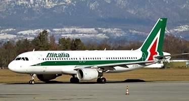 Italia se plantea financiar a Alitalia para preservar su liquidez