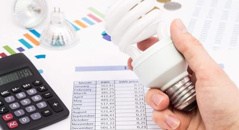 Facua denuncia a las grandes eléctricas por fraude en las ofertas