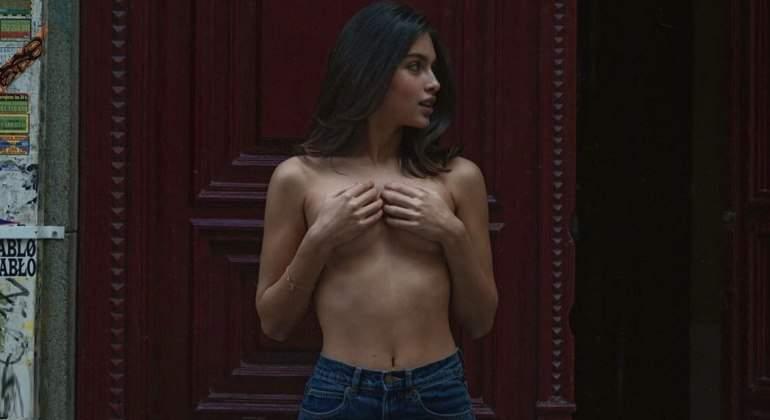lucia-rivera-770-topless-1.jpg