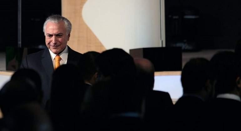 Diputados brasileños rechazan informe contra presidente Temer